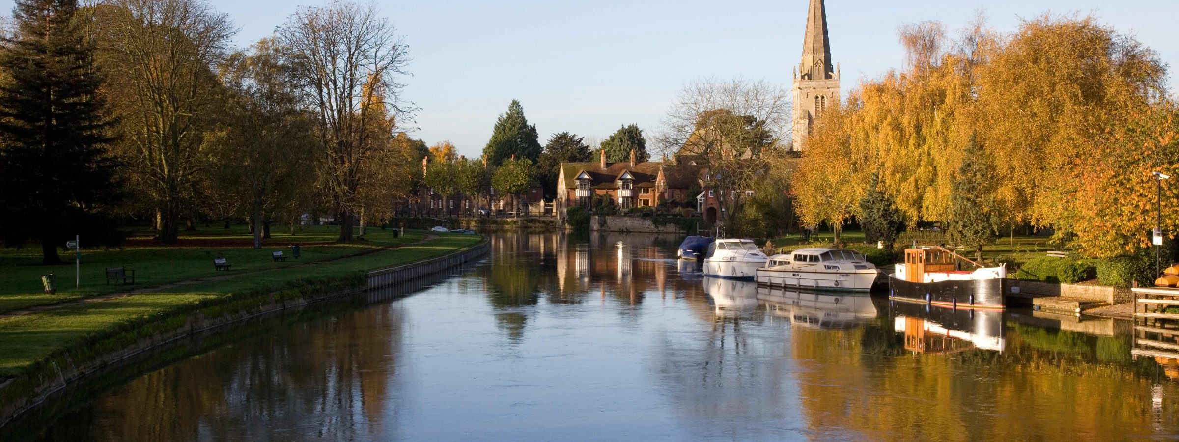 The River Thames in Abingdon, near Oxford, the riverside location of The Old Gaol, luxury serviced apartments in the heart of the Thames Valley. Ideal accommodation for business or holiday short letting